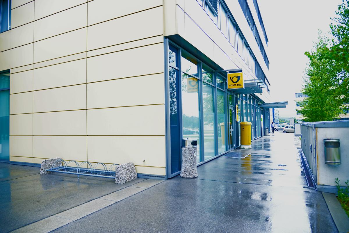 Почтовое отделение в Словении вид с улицы