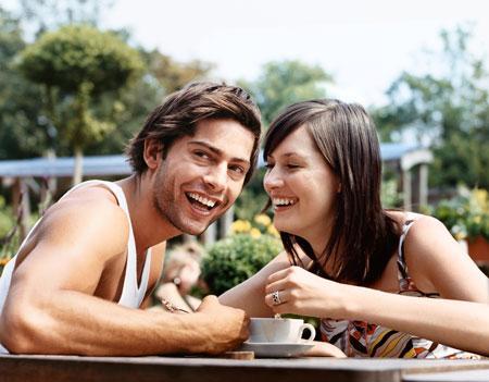друзья в кафе
