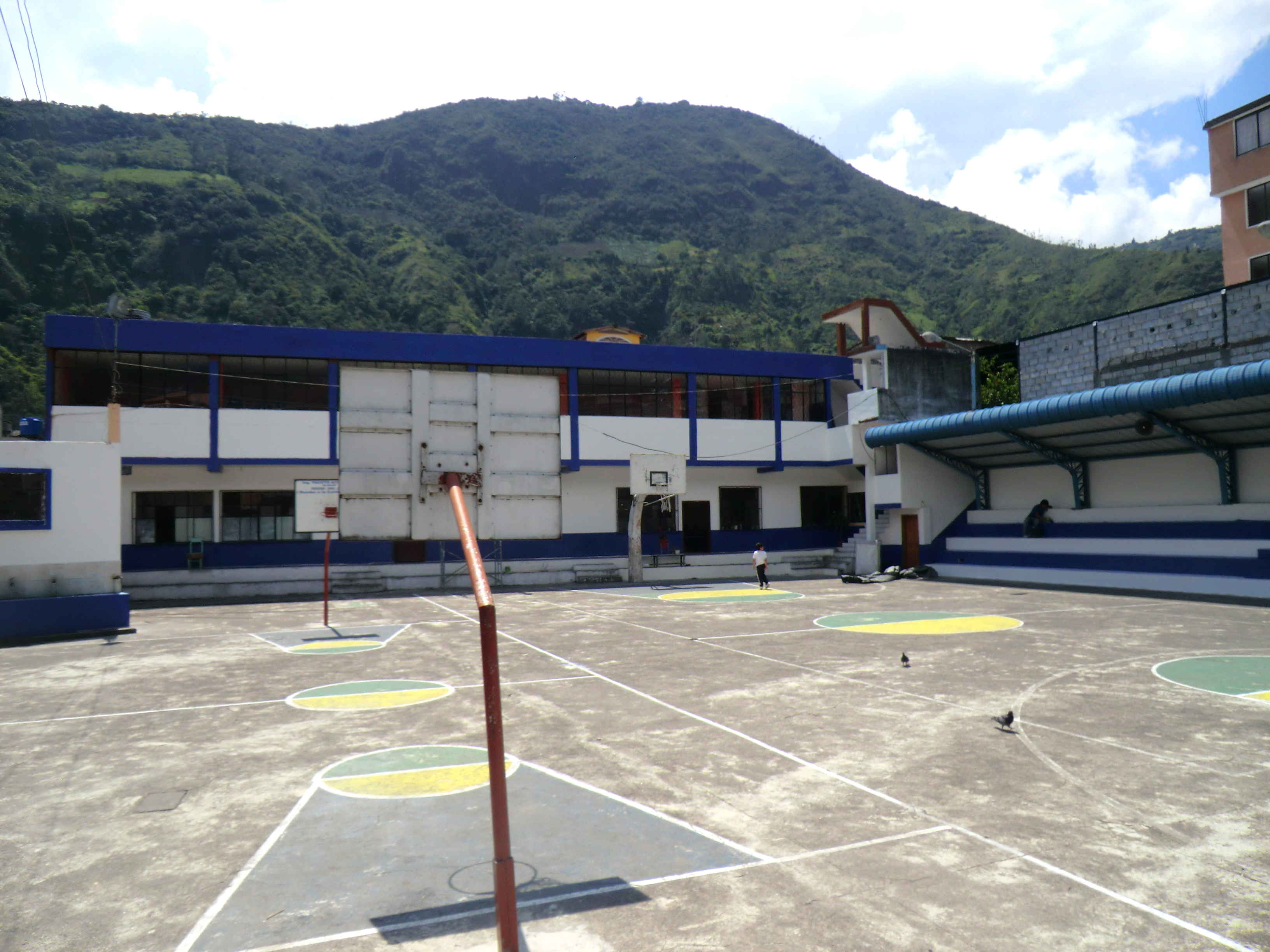 школы в Эквадоре