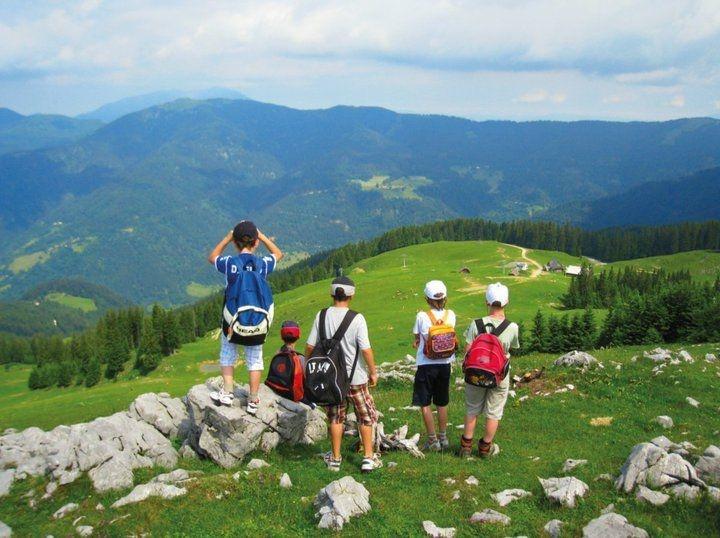 tourists-on-the-mountin