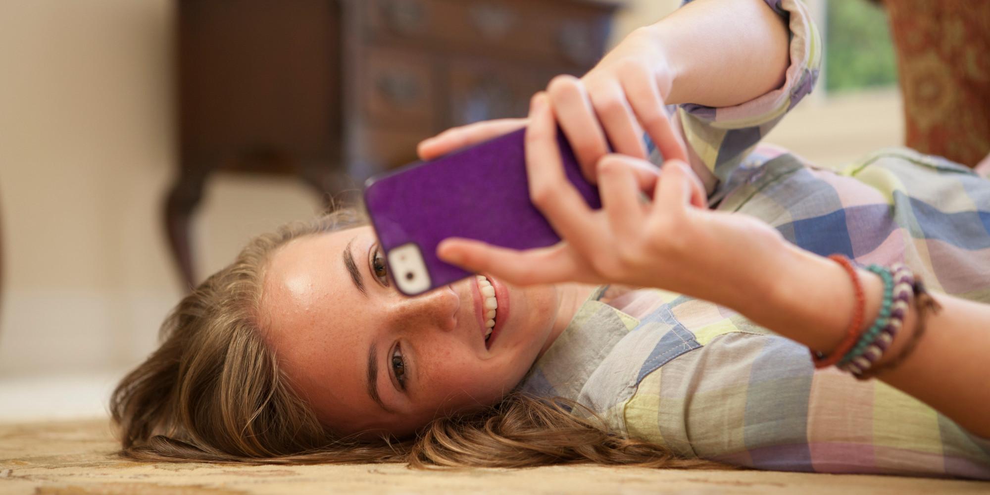 GIRL-USING-SMARTPHONE