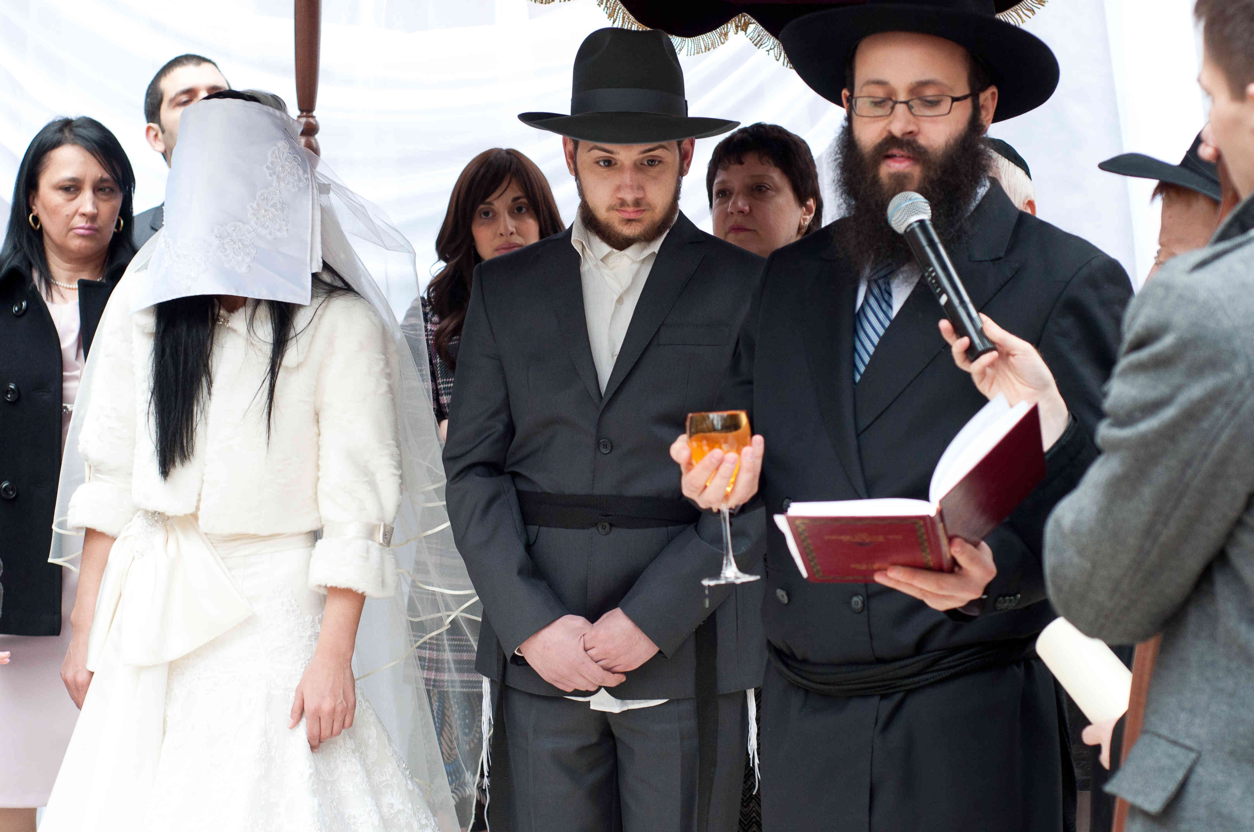 http://www.happymigration.com/wp-content/uploads/2015/02/jewish-wedding1.jpg