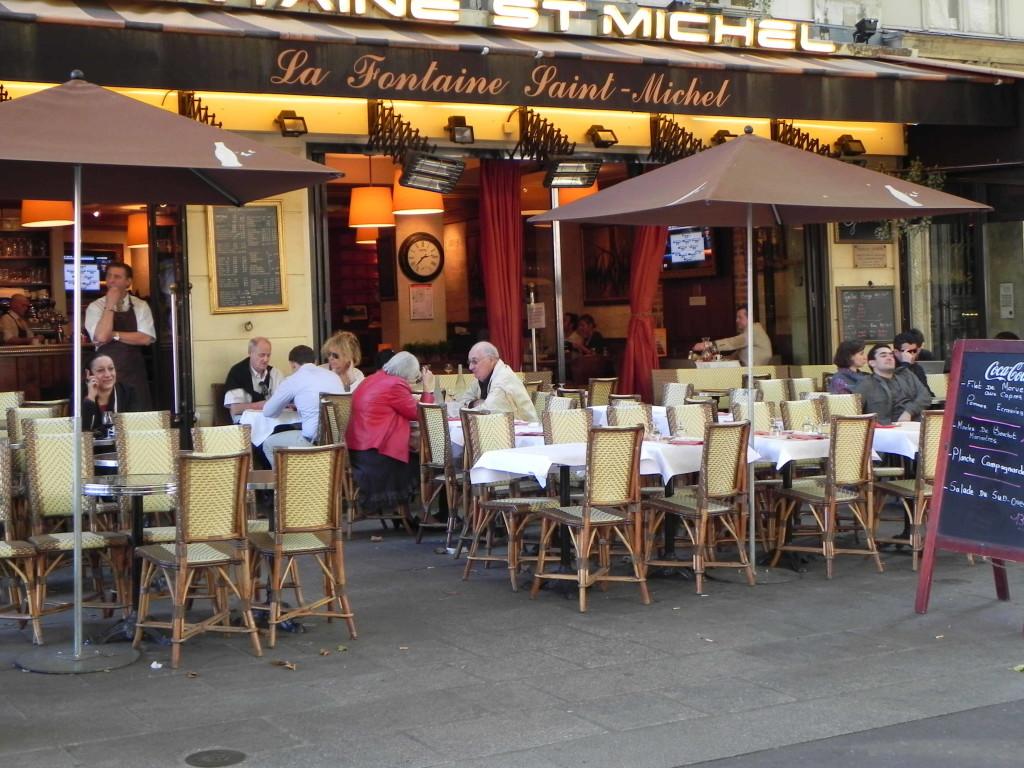 paris-6th-fontaine-st-michel-cafe