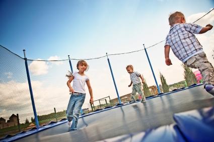 Kids-on-trampoline