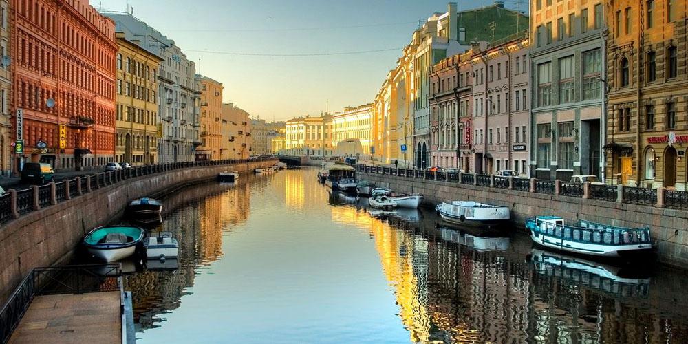 Администрация Петербурга просит о введении особого визового режима