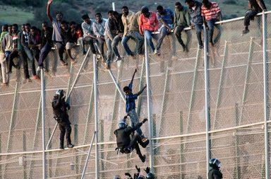 В Испанию из Марокко перебралось более сотни нелегалов