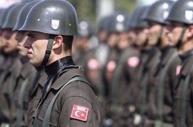 Власти Германии предоставят убежище турецким военным