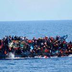 В Средиземном море, у сицилийского побережья, снова спасли беженцев