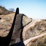 В США испытывают восемь прототипов будущей стены на границе с Мексикой