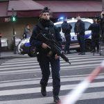 Во Франции мигранты жестоко избили девушку-полицейского
