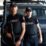 В Турции задержали мигрантов, обмотавшихся фольгой