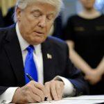 Трамп обвиняет мигрантов в использовании детей своим целям