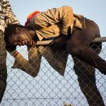 Нелегалы прорвались в Испанию из Марокко