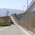 300 нелегалов штурмовали границу Марокко