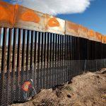 Караван мигрантов пришёл на границу США и Мексики