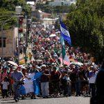 Мигранты из Центральной Америки требуют от США деньги