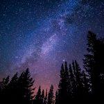Наблюдение за звёздами под ночным небом Британии